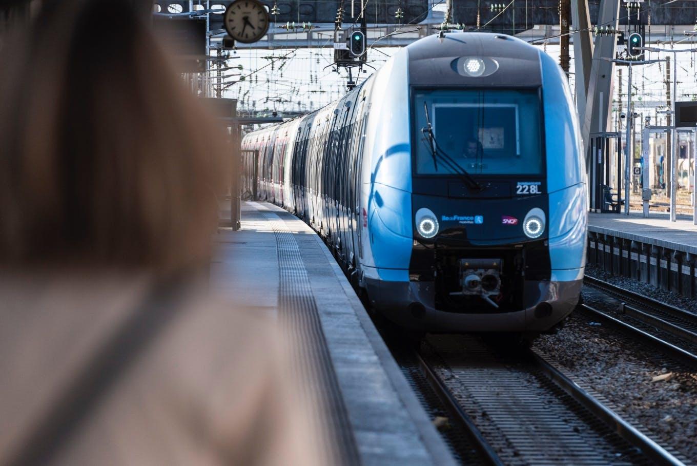 Entrée d'un Francilien en gare de Pont Cardinet © Cyril BADET - Île-de-France Mobilités